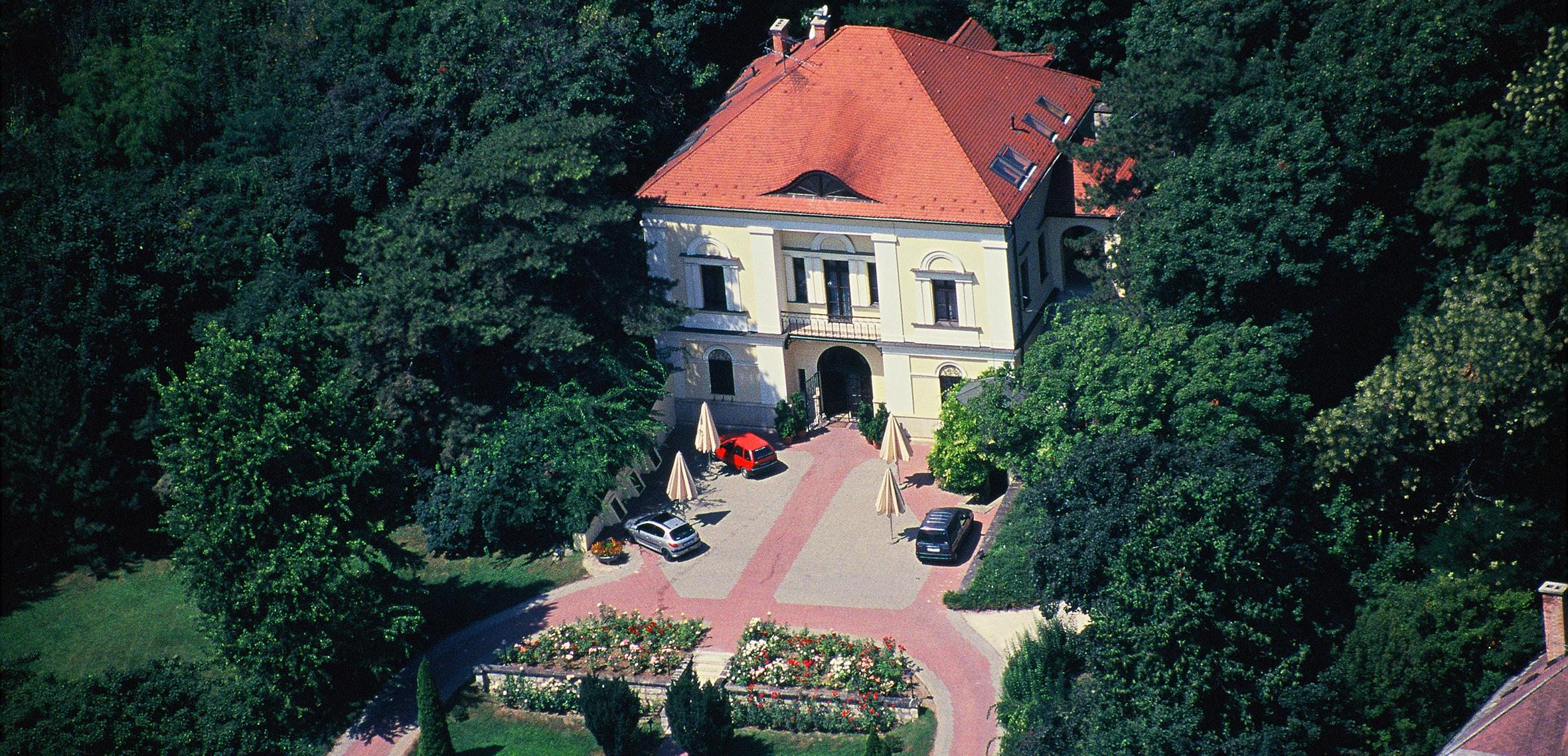György-Villa